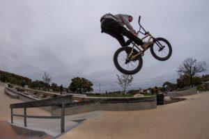 Leon mit Fahrrad