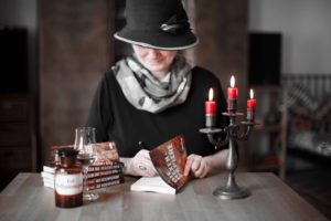 Karla Letterman signiert ein Buch