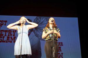 Mona Harry und Selina Seemann im Theater Lübeck