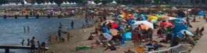Sonnenschirme am Strand von Travemünde