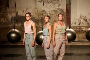 Tanzgruppe bei CirQles II