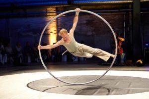 Tom Birringer im Cyr Wheel
