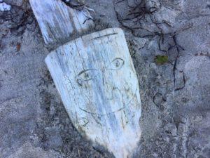 ein geschnitztes Gesicht