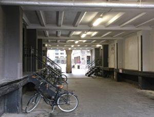 Fahrrad in einer Unterführung