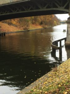 Kanaltrave mit Boot