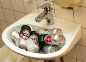 Bier im Waschbecken