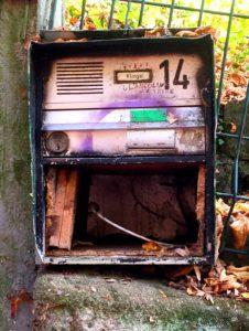 Verlassener Briefkasten