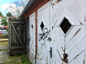 Türen der Kunsttankstelle