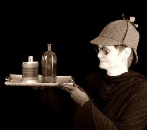 Karla Letterman mit Hirschpirscher-Hut