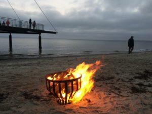 Ein Feuerkorb am Strand in Hohwacht