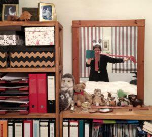 Karla Letterman vor dem Spiegel für die 30-Day-Challenge