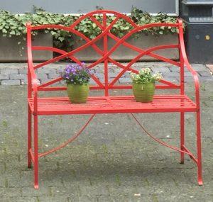 Rote Gartenbank