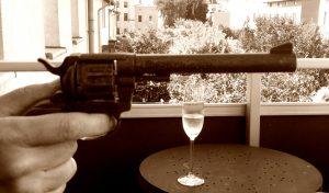 Eine Pistole zielt auf den Döllmer
