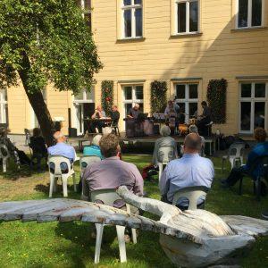 Hinterhofkonzert mit Jazz und Klassik