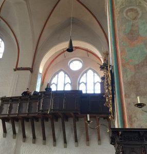 Musizierende auf der Orgelempore